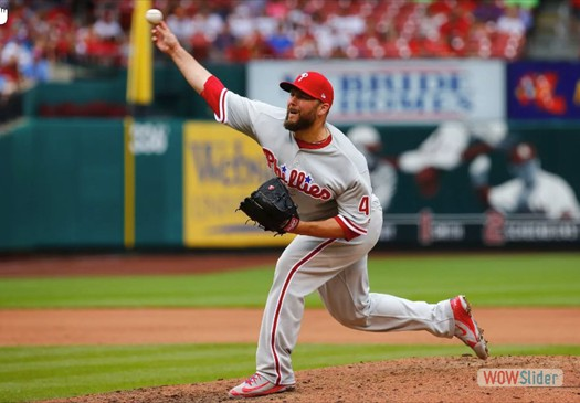 The Phillies signed relief pitcher Tommy Hunter to a 2 year deal.